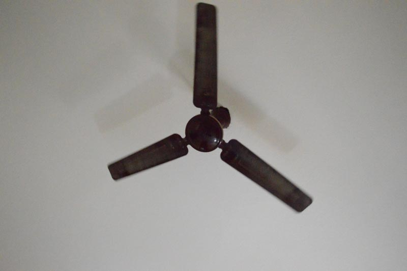 Rotating ceiling fan