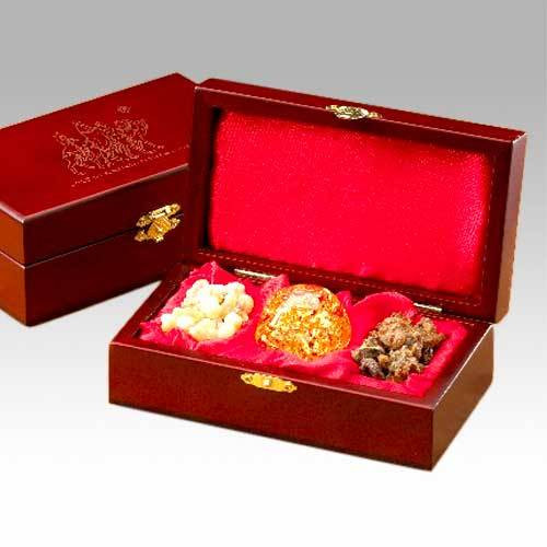 Gold Frankincense And Myrrh Christmas Gifts.Gifts Of The Three Kings Boxed Set Gold Frankincense And