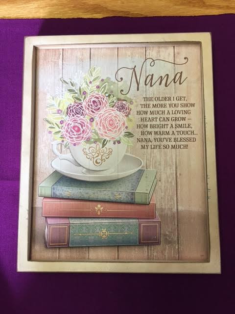Wooden Nana plaque with flowers on books and a loving sentiment.