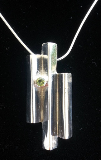 Close up view of Giants Causeway Necklace.