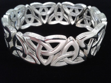 Trinity Knot Highly Polished Silver Plated Stretch Bracelet.