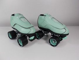 **SLIGHTLY USED** Vanilla Junior Mint Roller Skate Size 3