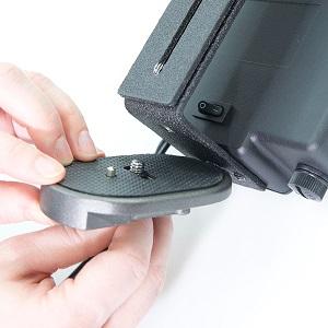 attaching-quick-plate-onto-diva-ring-light-z-bracket.jpg