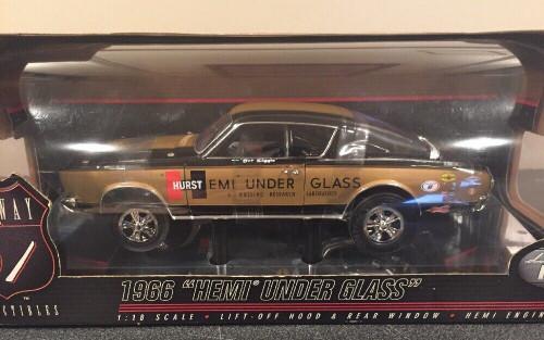 "1966 Plymouth Cuda ""Hemi Under Glass"" 1:18 Black/Gold"