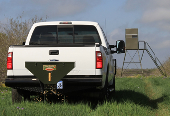 texas-hunter-wireless-remote-controlled-road-feeders-for-trucks-and-suvs