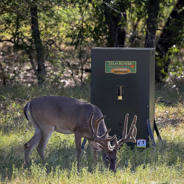 400 lb  Stand and Fill Directional Wildlife Feeder   Texas