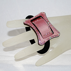 Full view of pony tail holder on hand model