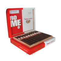 Romeo by Romeo Y Julieta Piramides box open