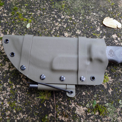Tom Brown Tracker Horizontal custom Kydex sheath with firesteel front by Grizzly Outdoors.