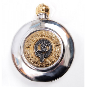 Sporran Flask With Piper (Gilt or Silver Badge)