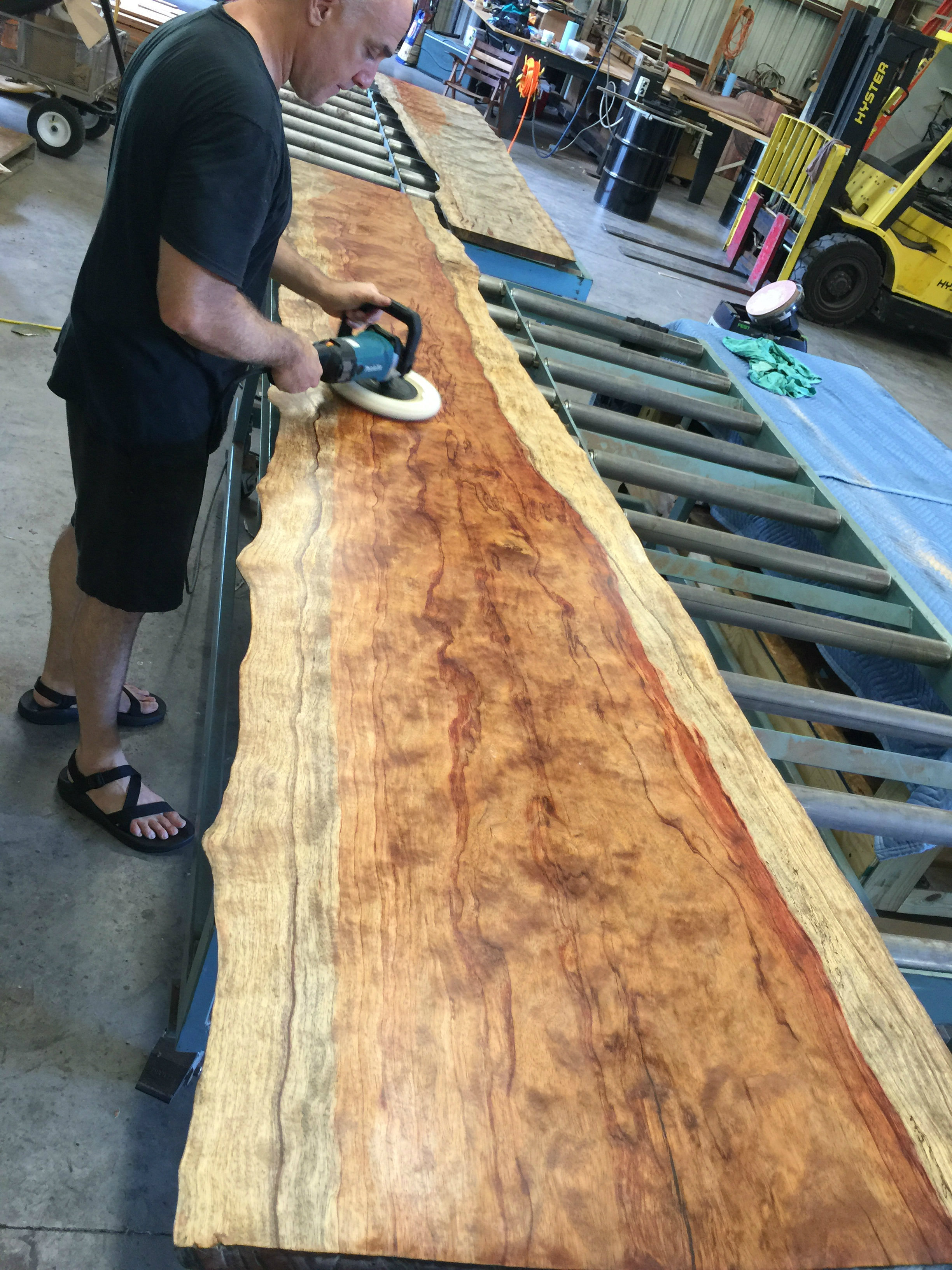 img-4390-polishing-bubinga-live-edge.jpg
