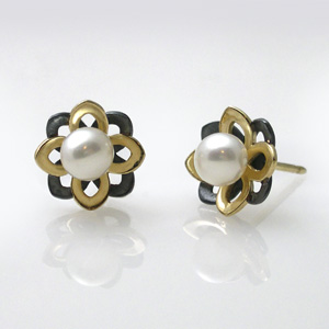 Keiko Mita's mini-mi pearl studs from her Moire collection | 28k gold and oxidized sterling silver | Fresh water pearl