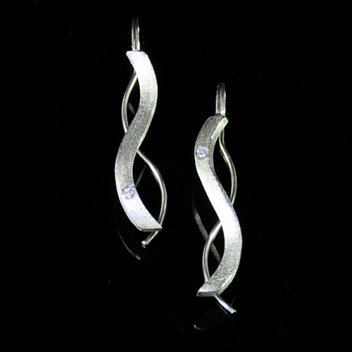 Oscillate earrings, Contemporary Jewelry by Maressa Tosto Merwarth