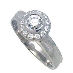 Ice Diamond Ring from K.Mita featuring a 0.32ct Center Diamond (SI1GH)