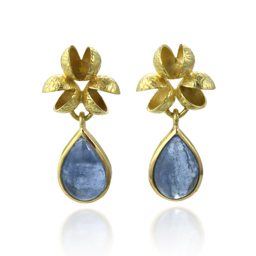 Flourishing Cluster Aquamarine Earrings from Liaung-Chung Yen | Textured 18 Karat Yellow Gold | Aquamarine