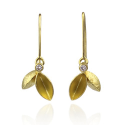 Dangle Tangle Leaves Earrings by Liaung-Chung Yen | 18 Karat yellow gold | Handmade contemporary jewelry,