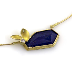 Geometric Lapis Lazuli Necklace by Liaung -Chung Yen | 18 Karat yellow gold and Lapis Lazuli