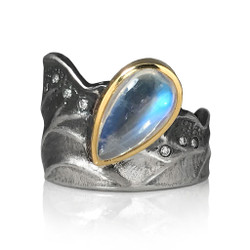 Moonlight Ring by Keiko Mita | Moonstone, Gold, Silver | Handmade Art Jewelry