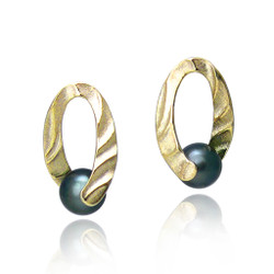 Holding You Earrings | 14K Gold and  Tahitian pearl | Handmade Fine Jewelry by Keiko Mita