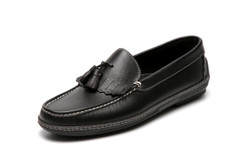 Men's handsewn Tassel Kilt Driver Loafer in black leather.
