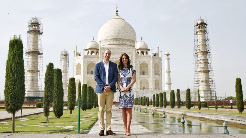 prince-william-and-his-wife-catherine-the-duchess-of-cambridge-pose-as-they-sit-in-front-of-the-taj-mahal-in-agra..png