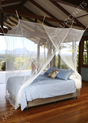 Budget mosquito net with 2 openings