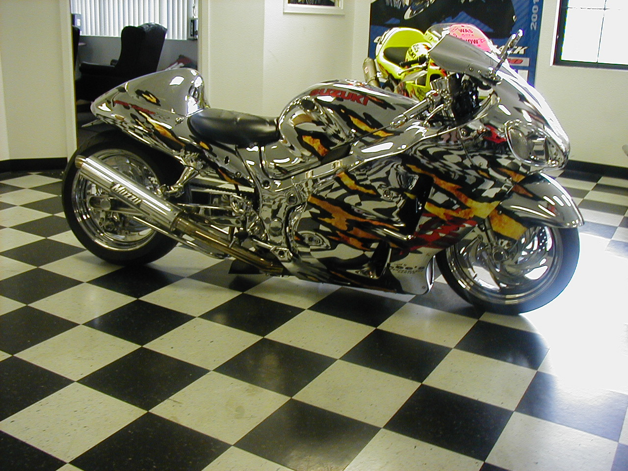 hayabusa-chrome-custom-paint-job.jpg