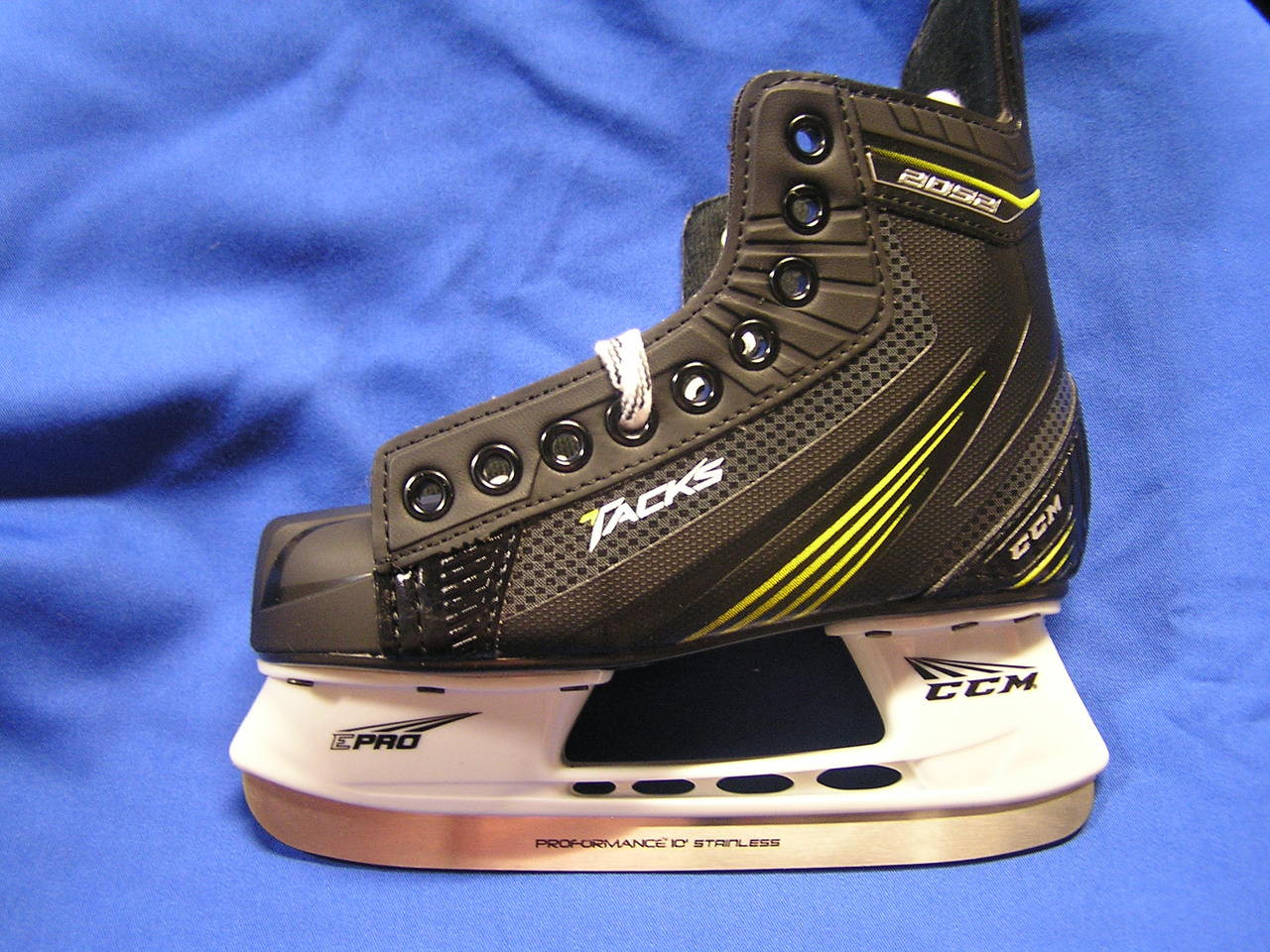 ff7facdbc31 The CCM Tacks 2052 Ice Hockey Skates are the entry level model in the Tacks  Line