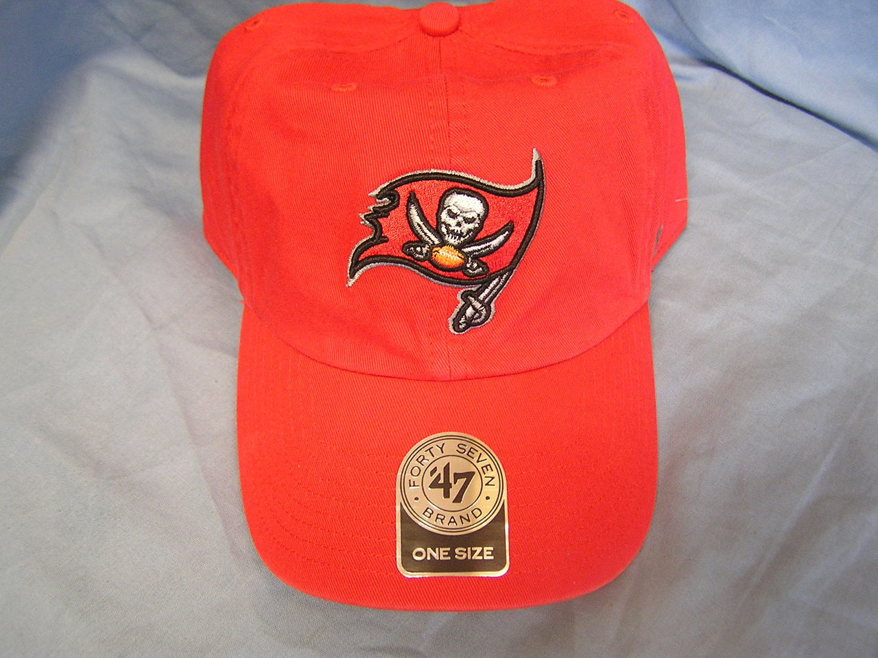 47 brand tampa bay buccaneers nfl clean up strapback hat red one size play moore hockey pro shop 47 brand tampa bay buccaneers nfl clean up strapback hat red one size