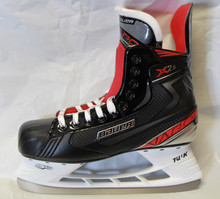 Bauer Vapor X2.5 Junior Hockey Skates  One-piece 3D polycarb material quarter package. Microfiber ankle padding. Memory foam ankle pad. 300 ounce felt tongue. TPR outsole holder. TUUK LIGHTSPEED EDGERunner