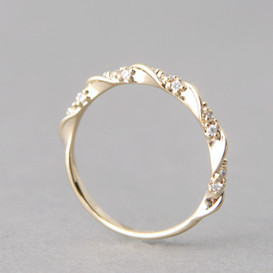 CZ Elegant Single Ribbon Ring Gold