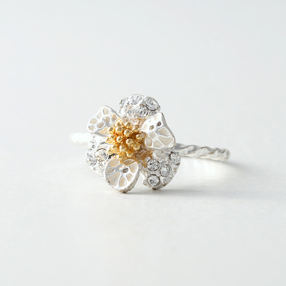 CZ White Daisy Ring from kellinsilver.com