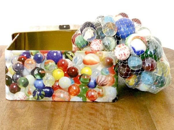 marbles-in-printed-tin-open