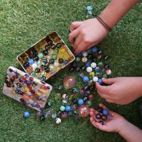 marbles-in-printed-tin-fl