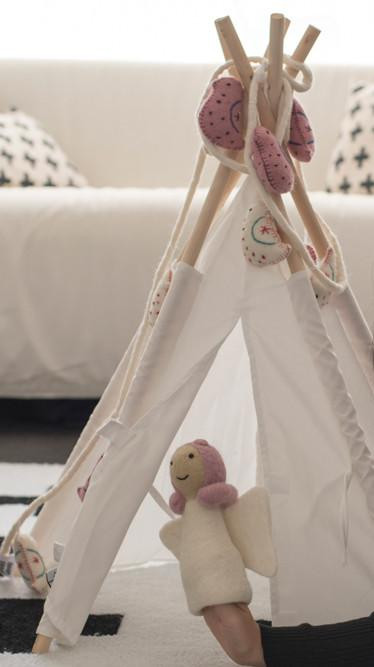 mini-toy-teepee-with-puppet