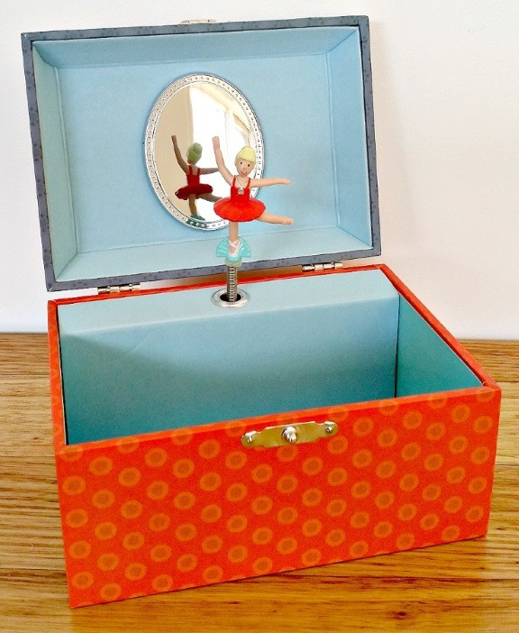 egmont-musical-jewellery-box-rabbitt-mushrooms-open