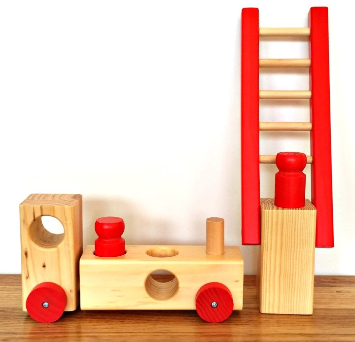wooden-fire-truck-peg-toy-toby-toys-ladder-off