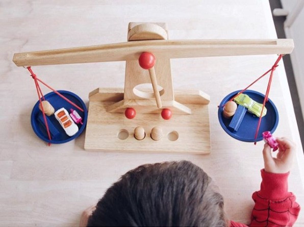 wooden-toy-scale-egmont-toys-ig