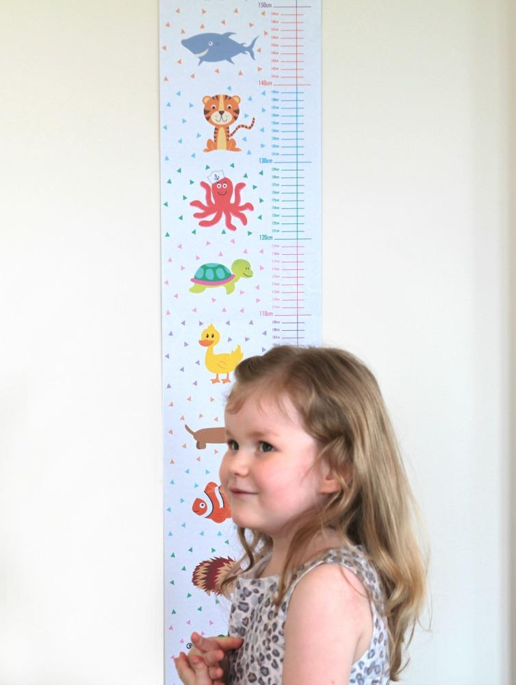animal-height-grow-chart-close-with-girl