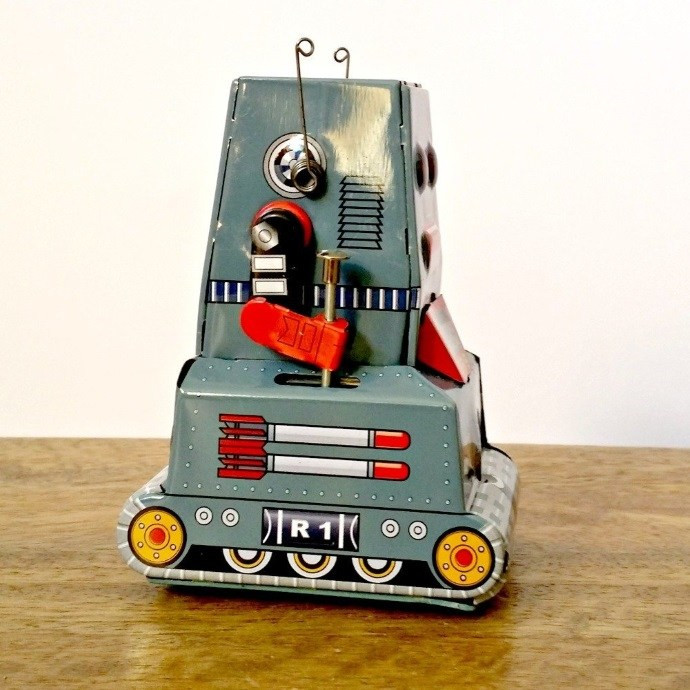 robot-tractor-tin-toy-side
