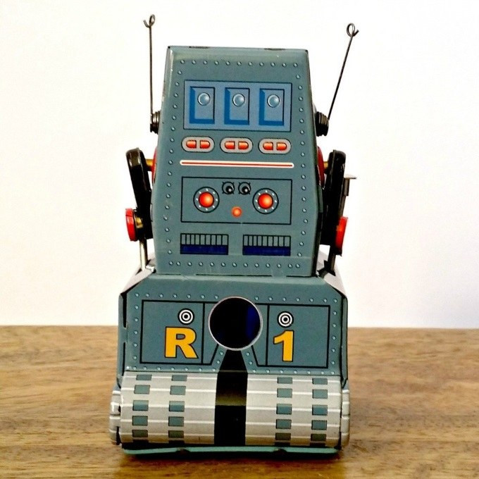 robot-tractor-tin-toy-back
