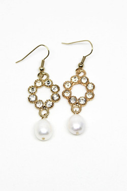 Larissa Pearl Earrings