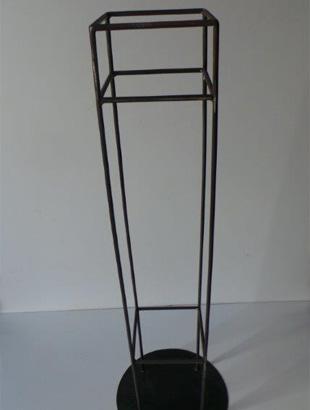 pedestal-stand.jpg