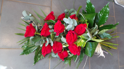 A lovely natural  tied spray of  roses and foliages x