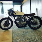 (SOLD)(888) 1971 Honda CB450 Cafe Racer
