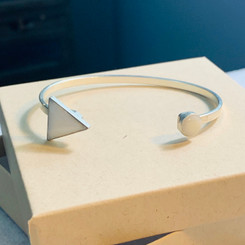 arrow and dot breast milk bracelet