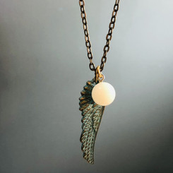 angel wing & pearl