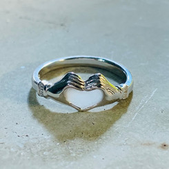 heart hands ring