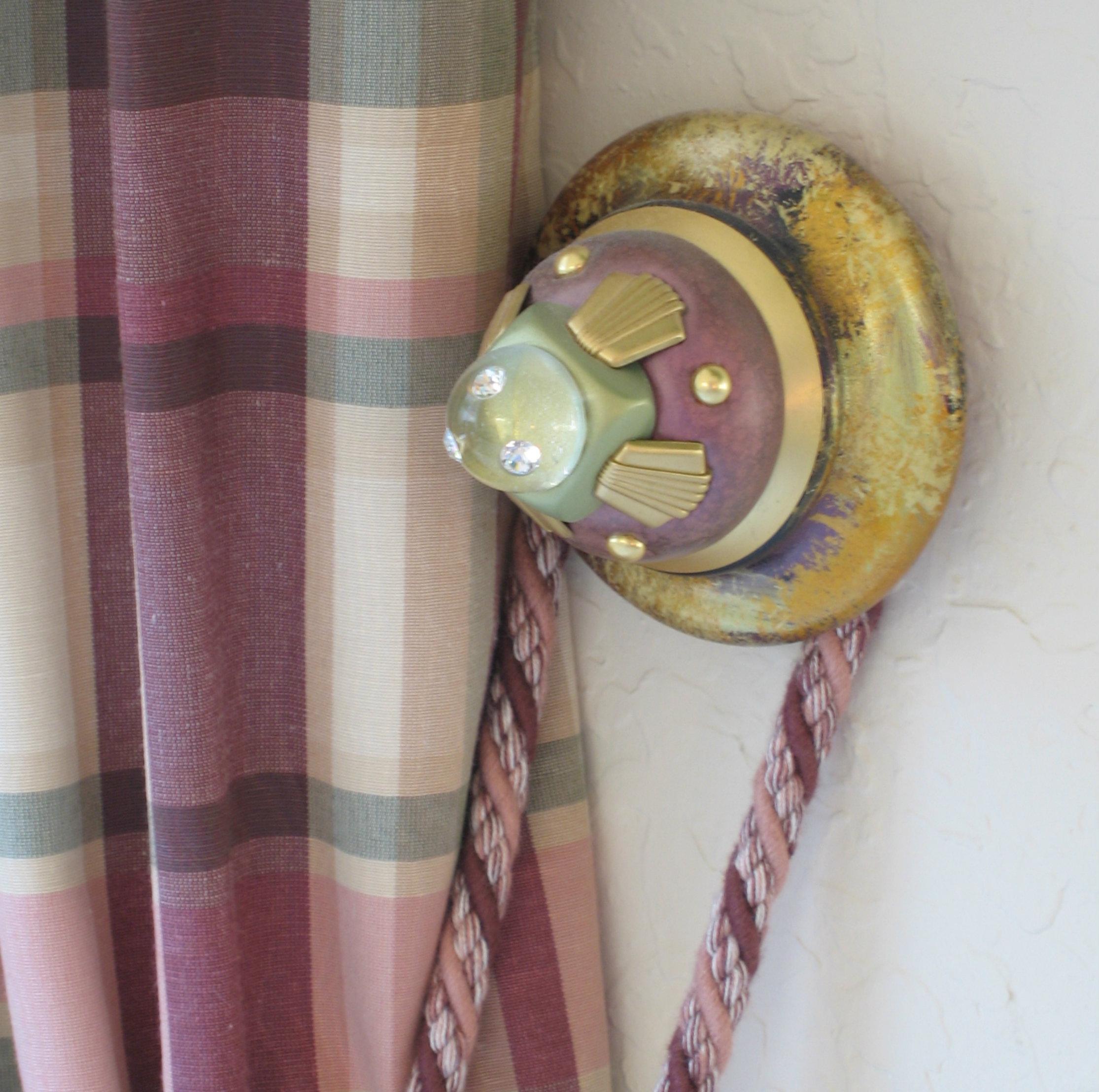 stubbie-tieback-with-drape.jpg