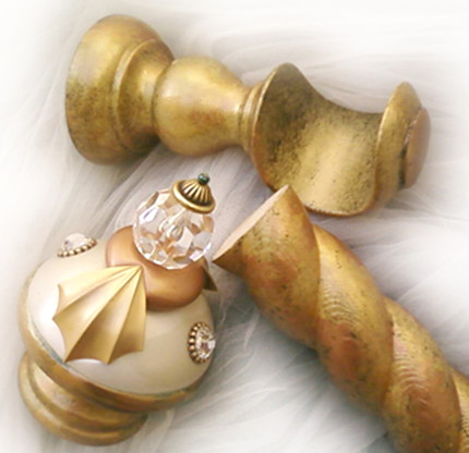 Birdie Drapery Hardware Set in alabaster and Gold